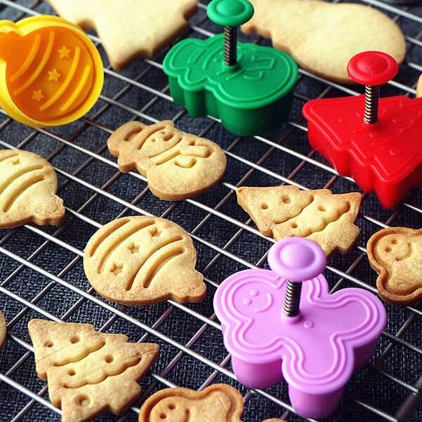 Random Color Christmas Biscuit Mold 4pcs