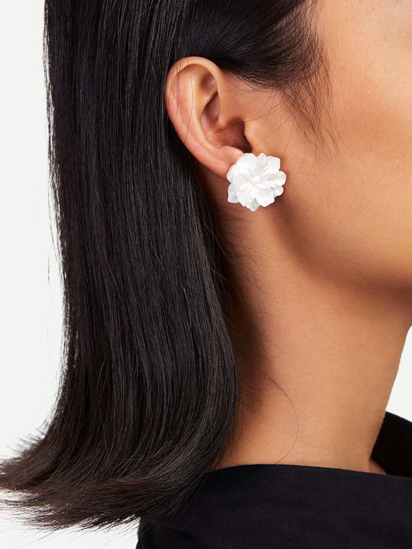Flower Shaped Stud Earrings 1pair