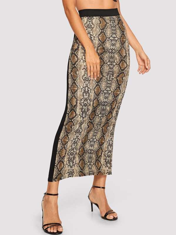 Контрастная плоская юбка с змеиным принтом
