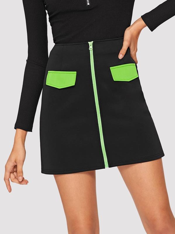Контрастная плоская юбка на молнии