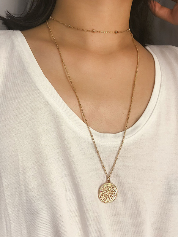 Engraved Round Double Layered Pendant Necklace 1pc