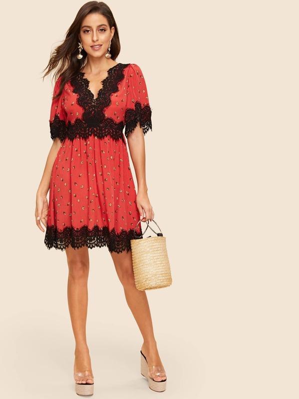 Contrast Lace Trim Leaf Print Dress