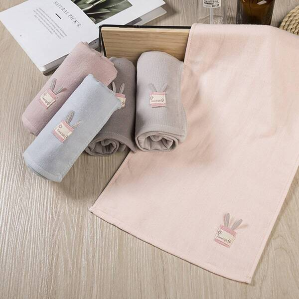Cute Patch Detail Towel 1pc