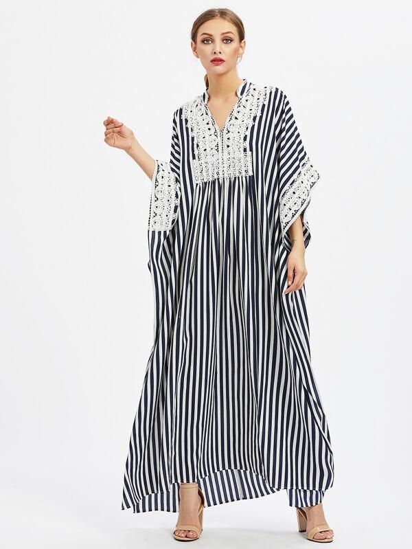 79dc042f964118 Poncho Kleid mit Spitzen, Applikation und Schlitzseite | SHEIN