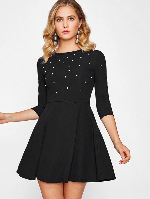 Vestido negro corto de vuelo