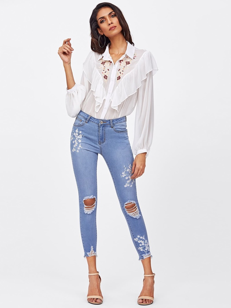 19099da29 Flower Blossom Embroidered Knee Ripped Jeans | ROMWE