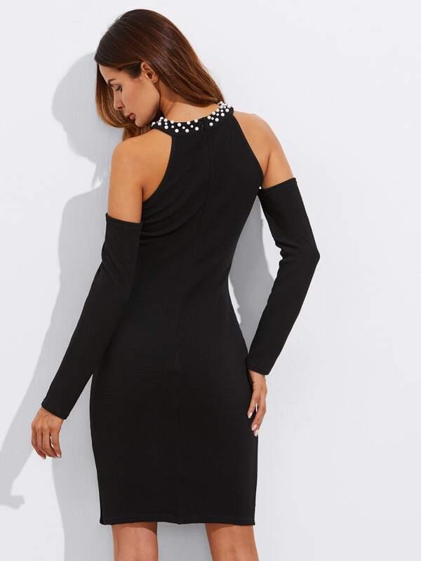 66a0e68113e7b فستان المحملة الرقبة تفصيل اللؤلؤ في الكتف المفتوحة الشق الجانب