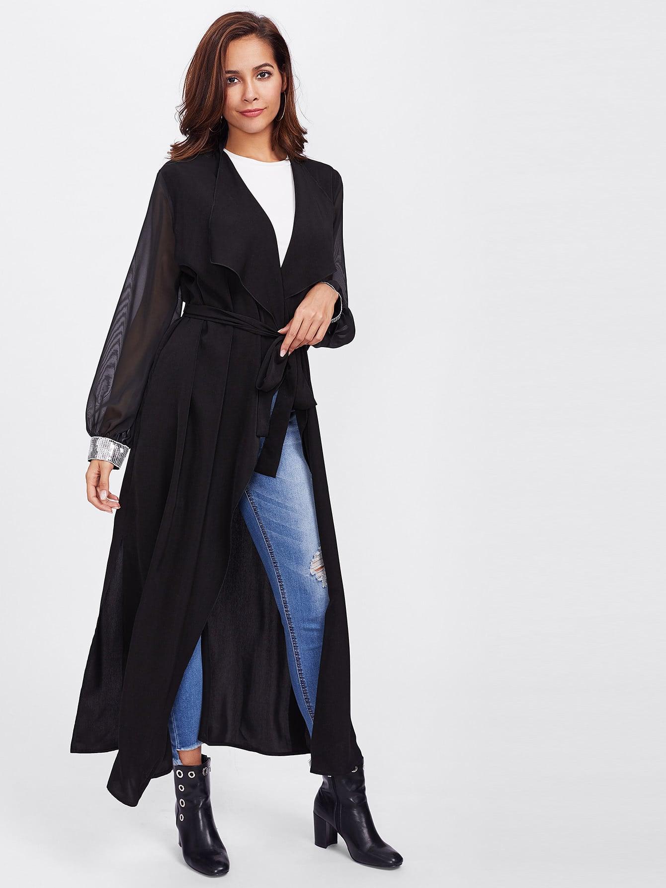 10bdfe309d020 المعطف الطويل و لونه أسود و علي أكمام الترتر