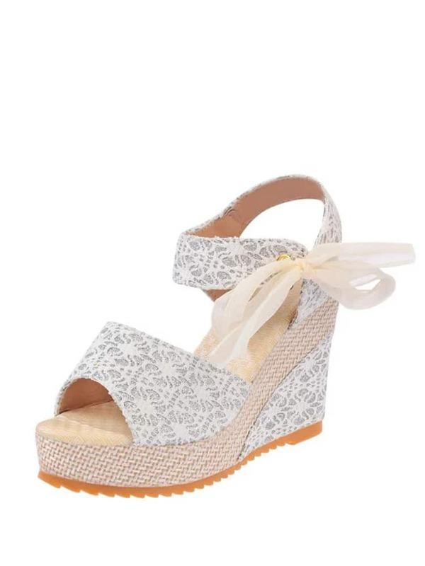 144f302b1 حذاء كعب عالي أبيض اللون بطراز حديث وجذاب | شي إن