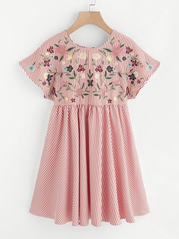 14a71e1806de6 Flower Embroidered Tie Up V Back Smock Dress | SHEIN