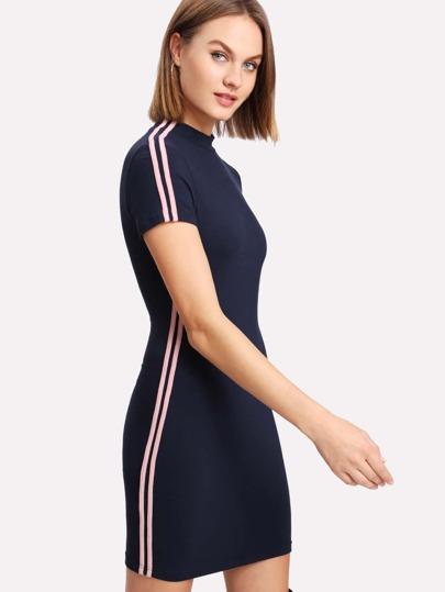 SeitenSHEIN T den Streifen Shirt mit auf Kleid Nvwm80On