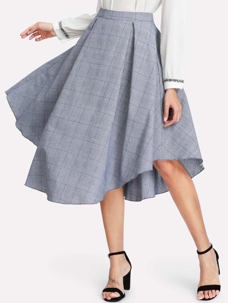 05f00a013 Falda de cuadros con bajo asimétrico