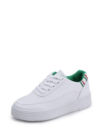 Sneakers stringate con dettagli a righe