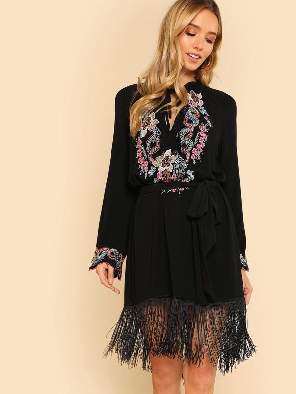 99c0ce36a5e Embroidered Yoke Fringe Hem Tunic Dress without Belt | SHEIN UK
