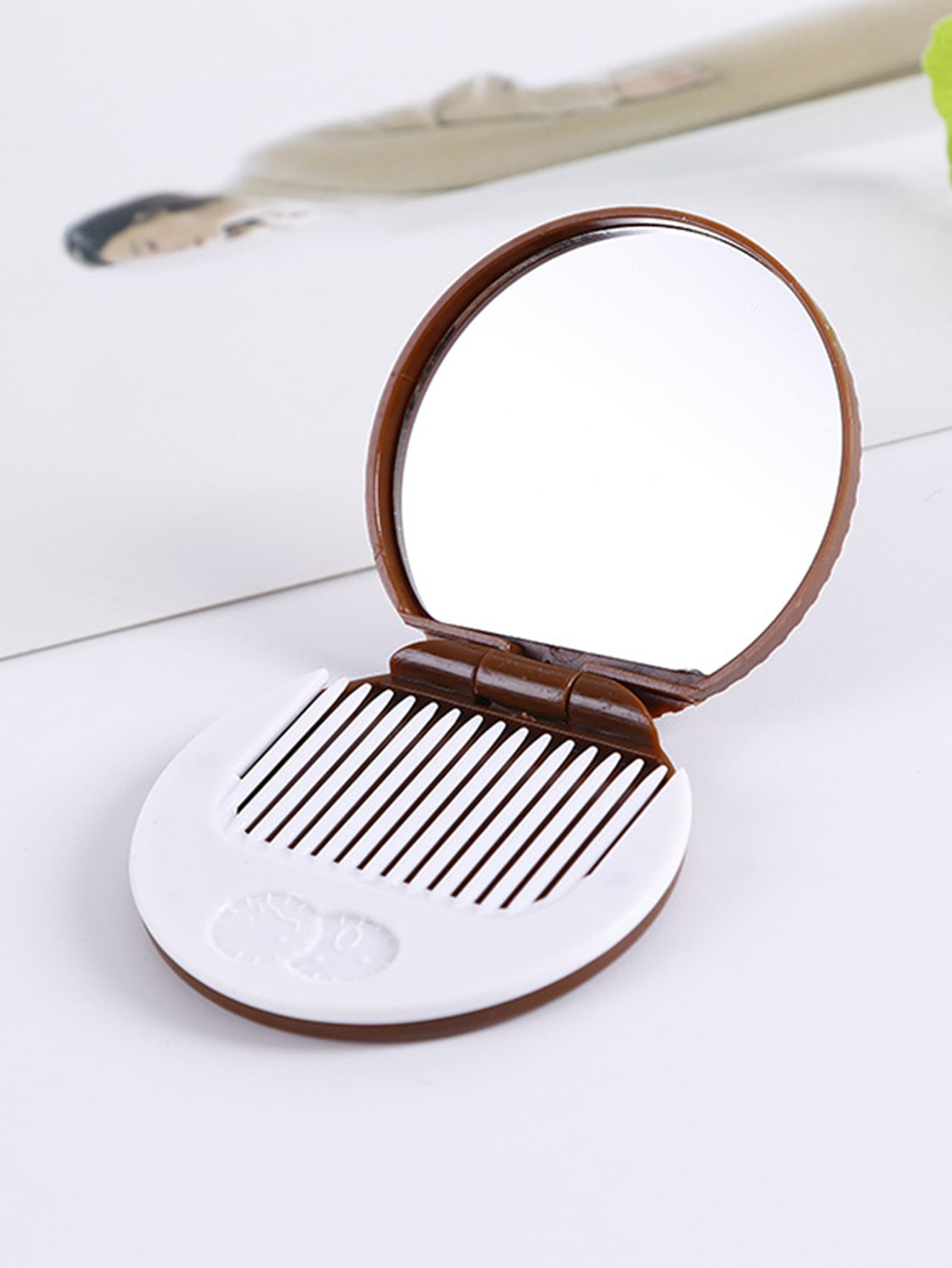 Circle Fold Mirror With Comb
