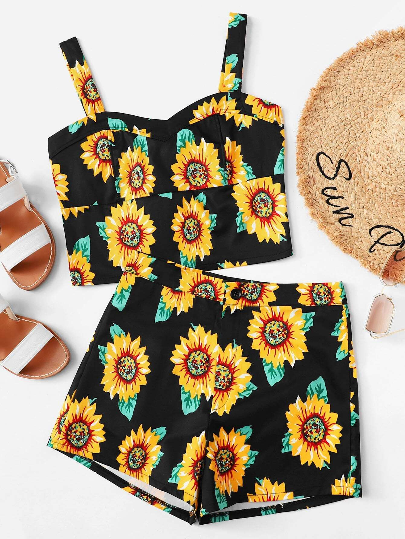 92e25547ab028 ¡Consigue este tipo de top corto de SheIn ahora! Haz clic para ver los  detalles. Envíos gratis a toda España. Crop Cami Top With Contrast Trim  Shorts  .
