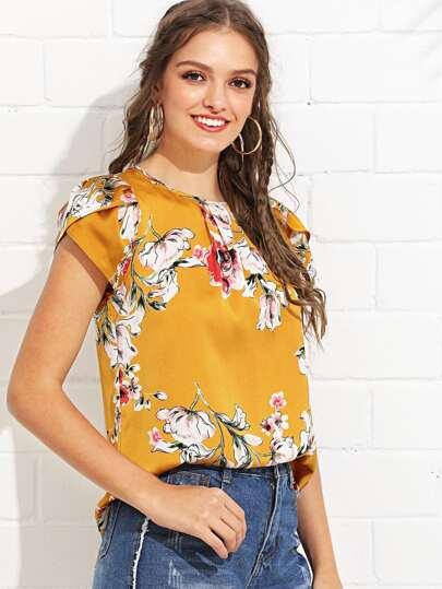 f45713edbc8 Pleated Neck Petal Sleeve Floral Top