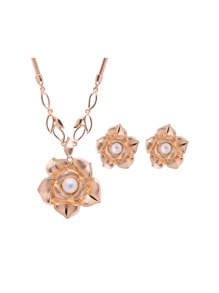 Faux Pearl Flower Design Stud Earrings & Necklace Set