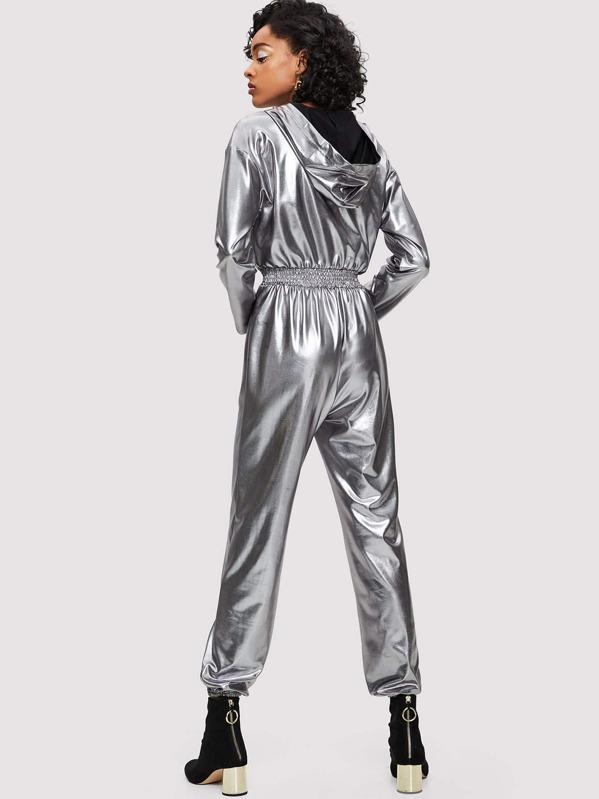 fd8f58a62e0b Tuta metallizzata con cappuccio e zip in vita