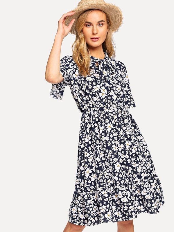 0161d53a83 Tie Neck Calico Print Dress | SHEIN