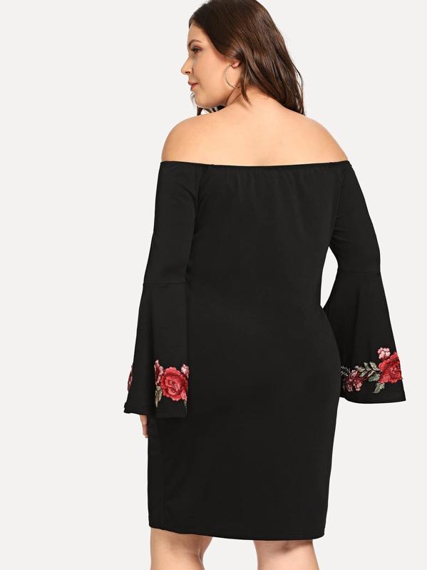 33b8ec728 Vestido con mangas de campana y bordado de flores