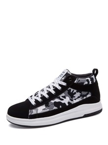 Men Lace Up Camouflage Print Sneakers