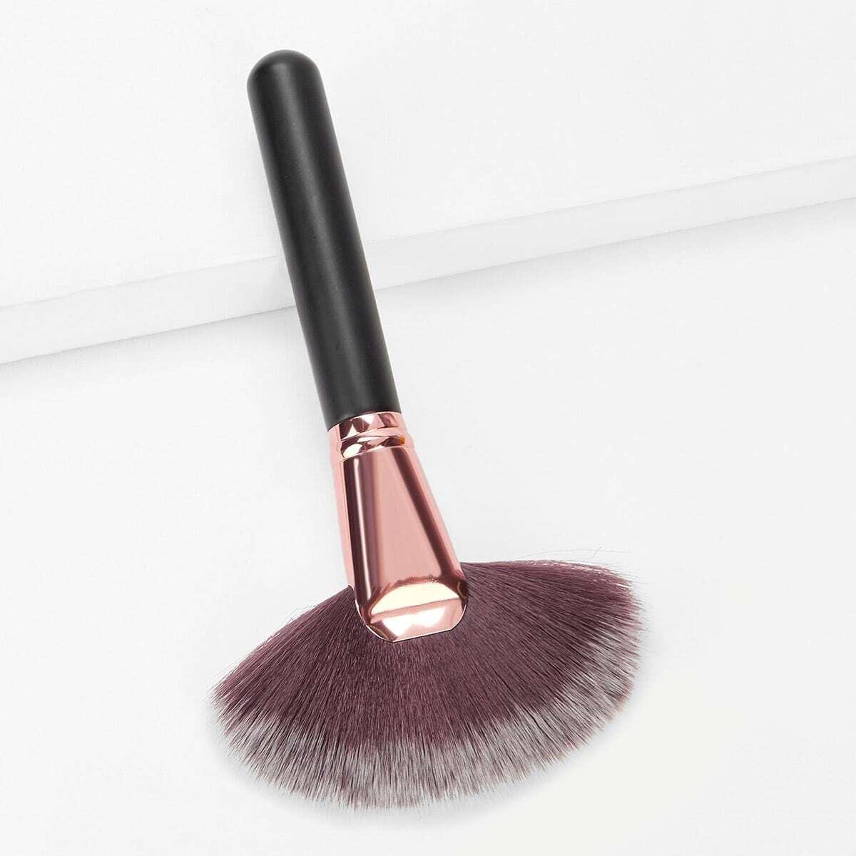 Веерообразная кисть для макияжа 1 шт
