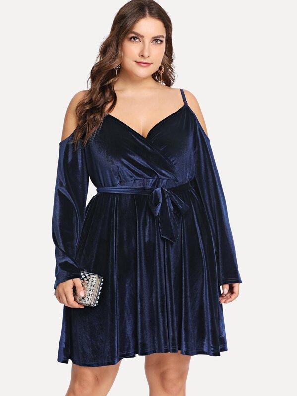 Plus V Neck Solid Knot Front Velvet Dress | SHEIN