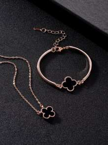 Clover Detail Pendant Necklace & Bracelet