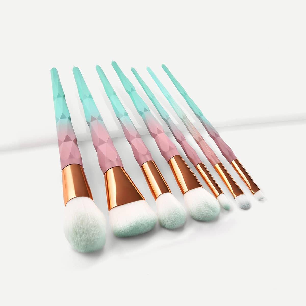 Мягкая кисть для макияжа с ручкой цвета хамелеона 7 шт