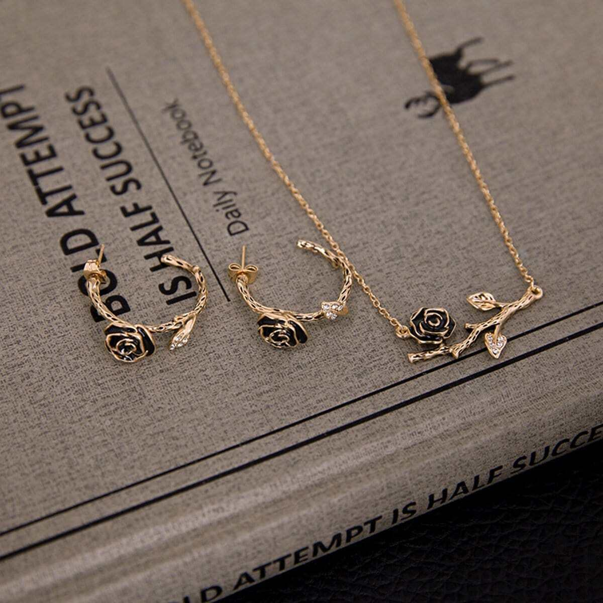 Rose Detail Anhänger Halskette & Creolen
