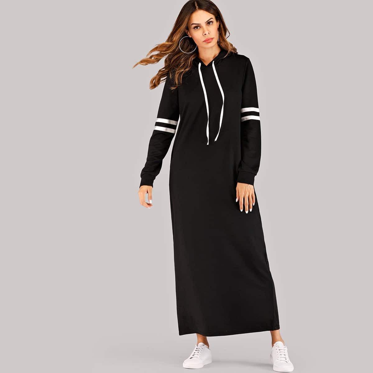 Контрастное платье-свитшот с капюшоном в полоску