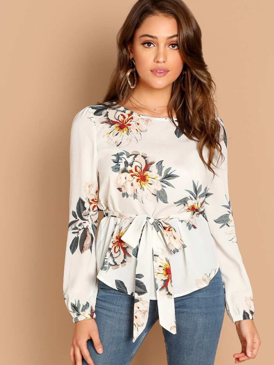 2a951bdcf36e Shoptagr | Flower Print Belted Top by Shein