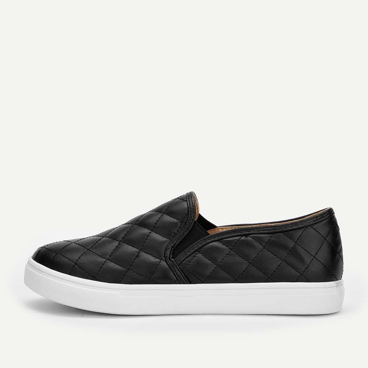 Черные туфли из стеганного текстиля на широкой подошве