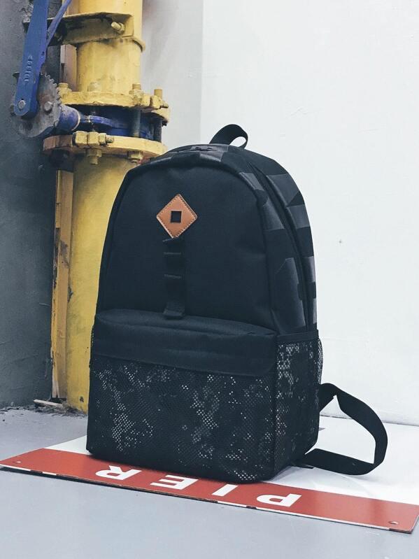 1d21a08e462c3 حقيبة ظهر رجالية مع طباعة مموه