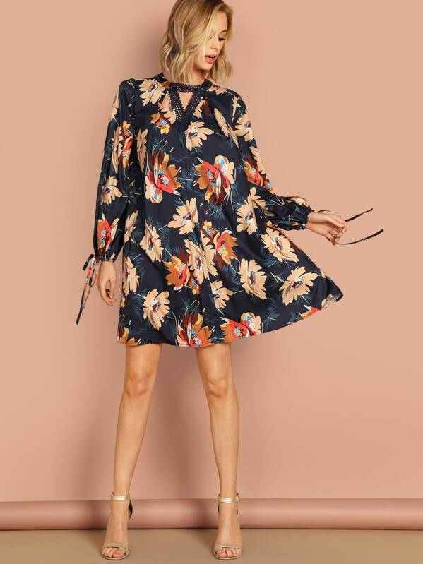 c8cb725d78e6d Keyhole Back Tie Cuff Floral Dress   SHEIN