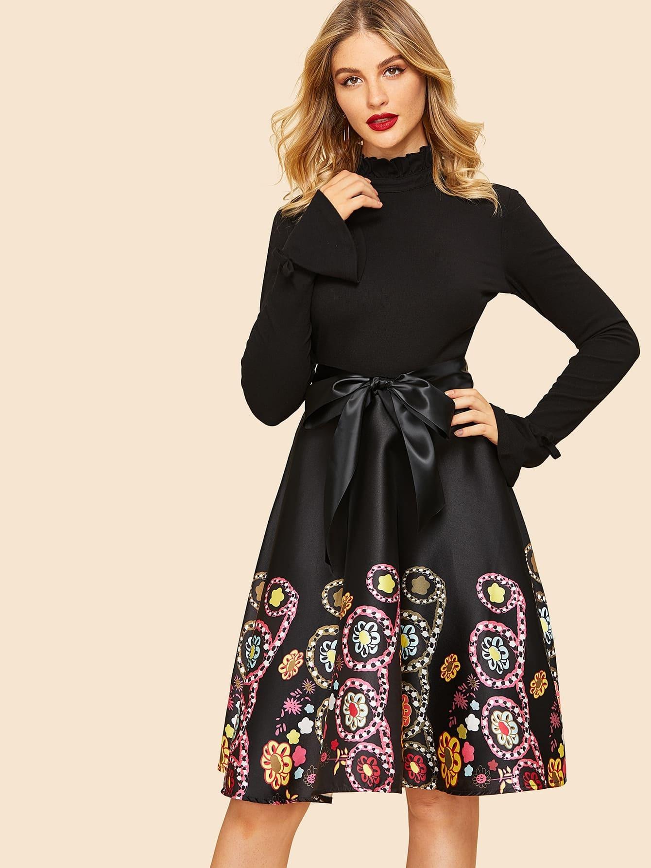 968a5b7675dc7b 50s Kleid mit Selbstbindung und Blumenmuster