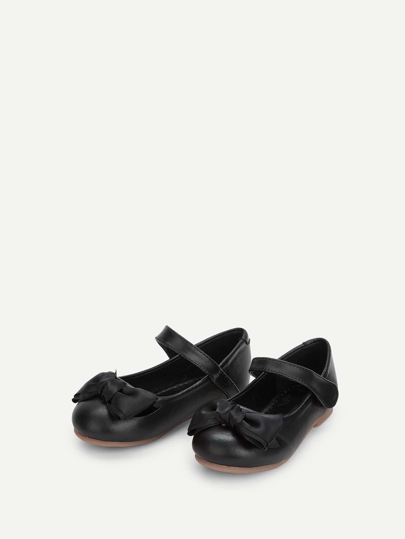 106c831a3 حذاء مسطح للبنات الصغار مزينة بقوس | شي إن