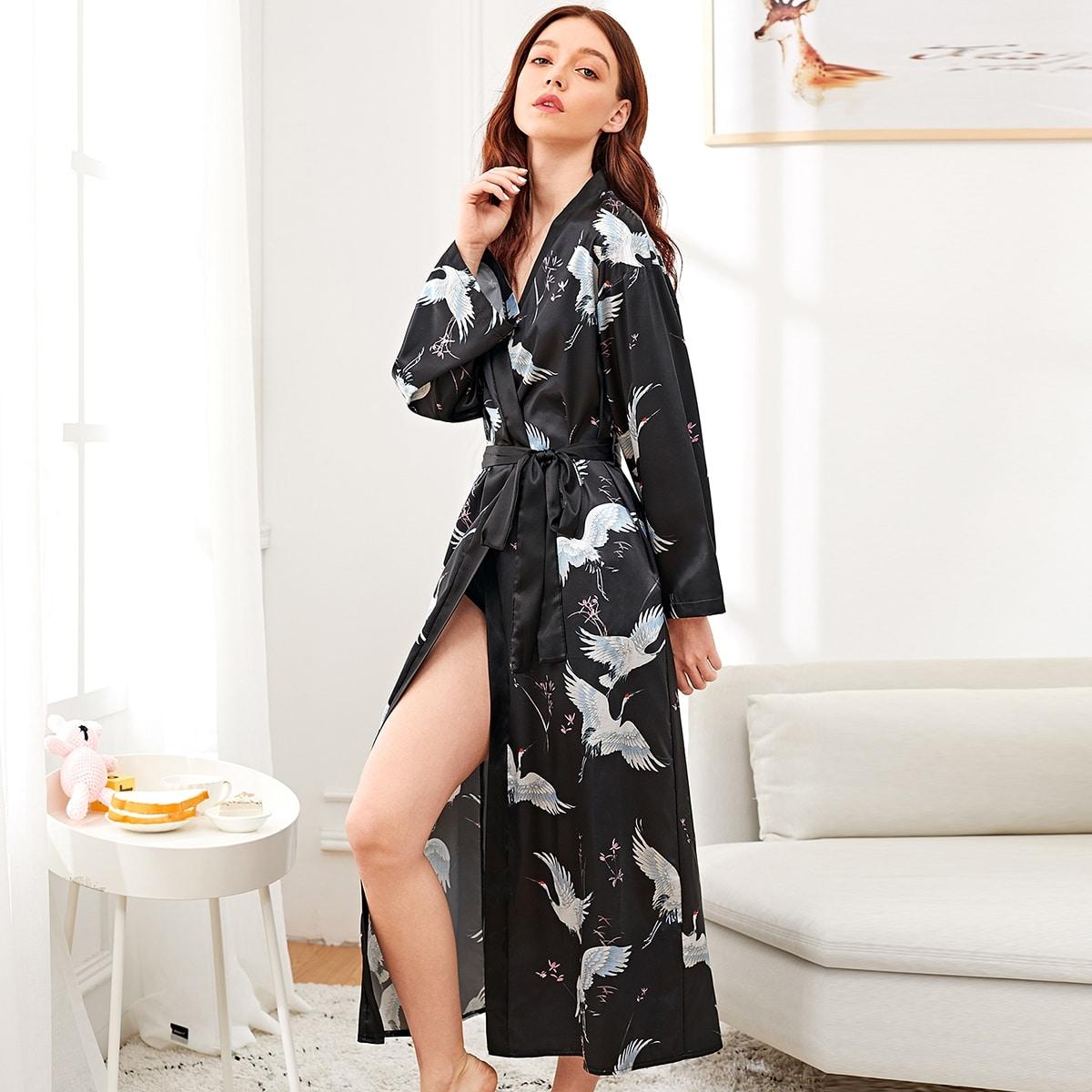 Сатиновый длинный домашний халат с графическим принтом