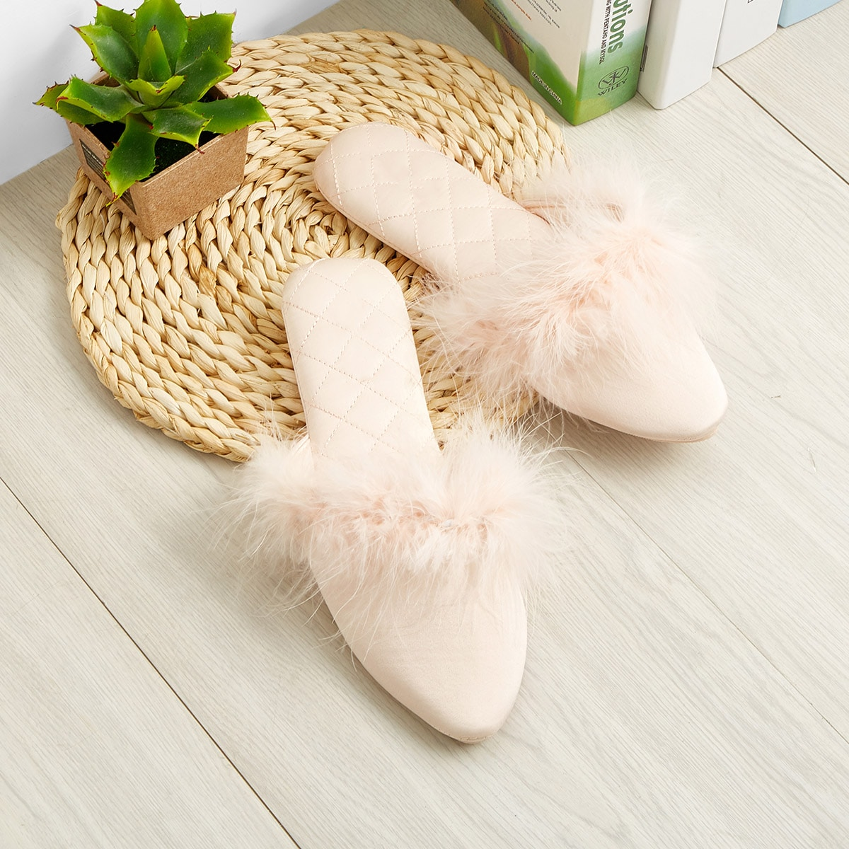 Тапочки с острым носком от SHEIN