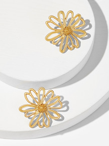 Hollow Flower Shaped Stud Earrings 1pair