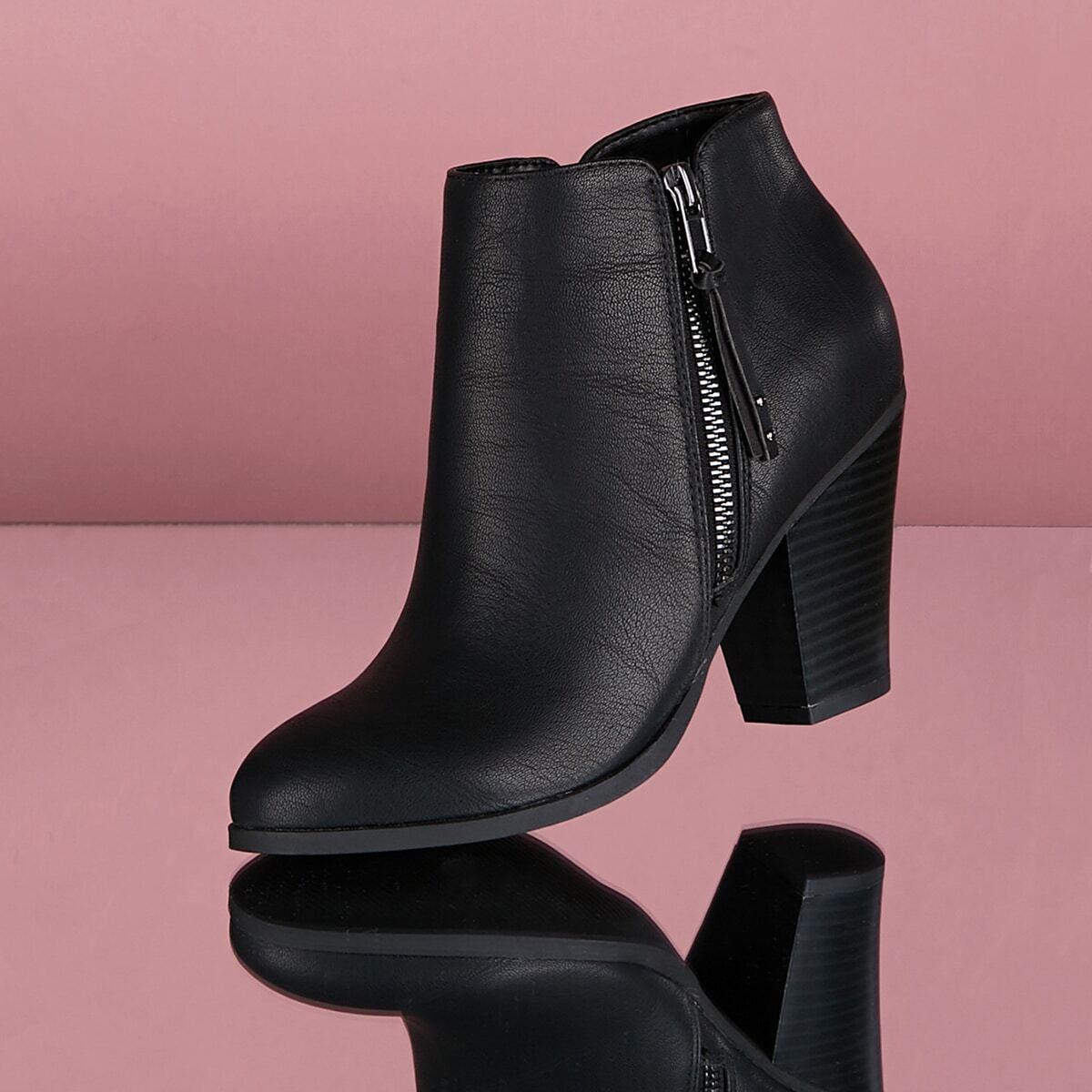 Кожаные короткие сапоги на высоких каблуках с застёжкой молния