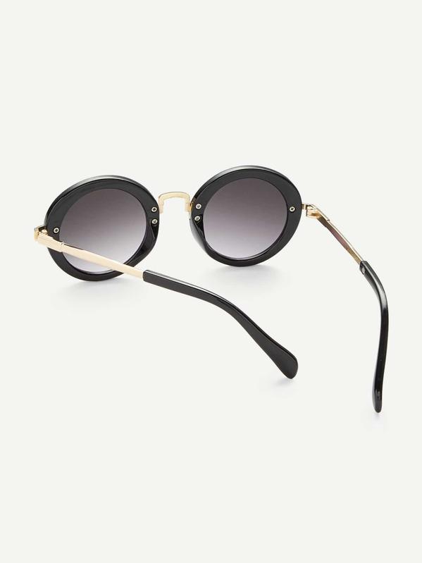 604cf5e8a نظارات شمسية بعدسات بيضاوية وبتفاصيل معدني للبنات   شي إن