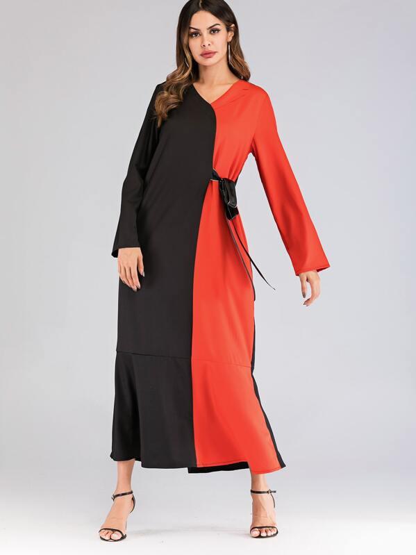8c7590bb9d4 Robe longue bicolore avec nœud