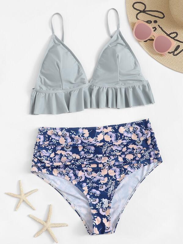 572d25458680 Top con costuras con volantes y bikini de cintura alta con estampado floral