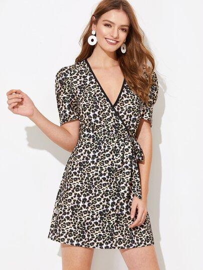 0e01bcefb40 Robe cache-cœur avec imprimé léopard