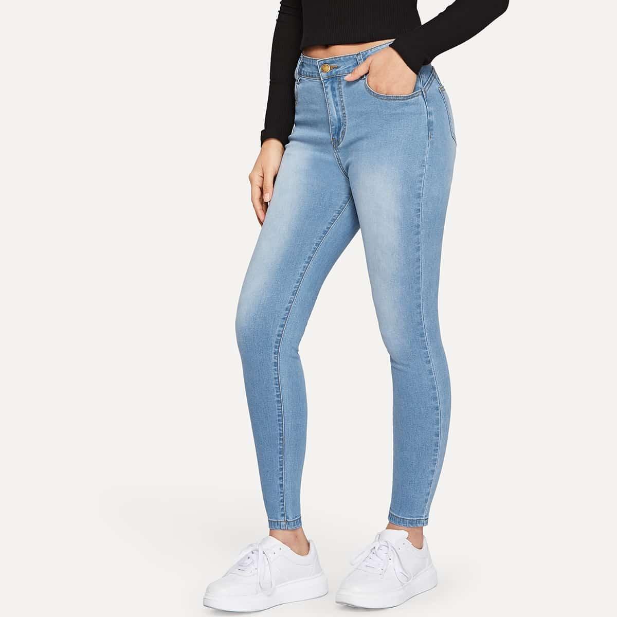 Обтягивающие джинсы с пуговицами