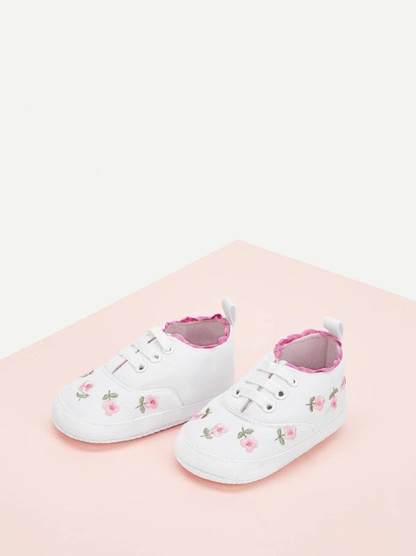 65e8969c5 حذاء رياضي مطرز بالأزهار - اطفال | شي إن