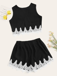 Contrast Lace Hem Top With Shorts