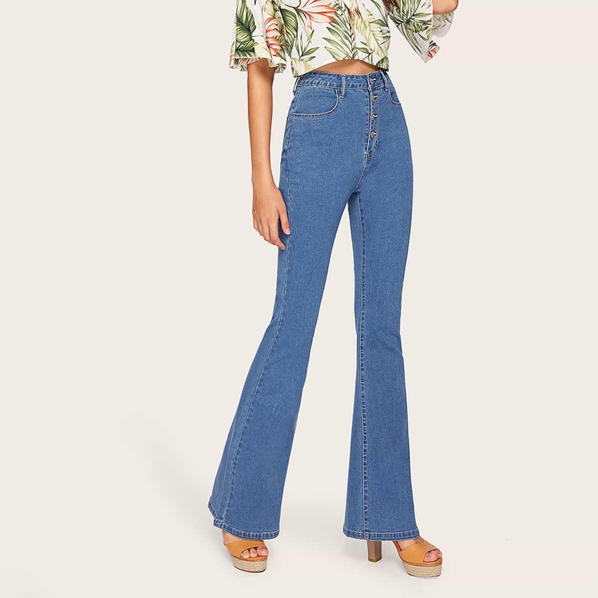 Расклешенные джинсы с пуговицами и высокой талией